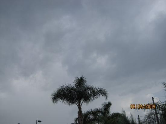 Brandon, FL: The not so welcoming FL sky... summer there is their rain season, JOY!
