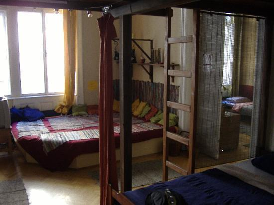 Home Made Hostel: Eight-bed-room's common sofa