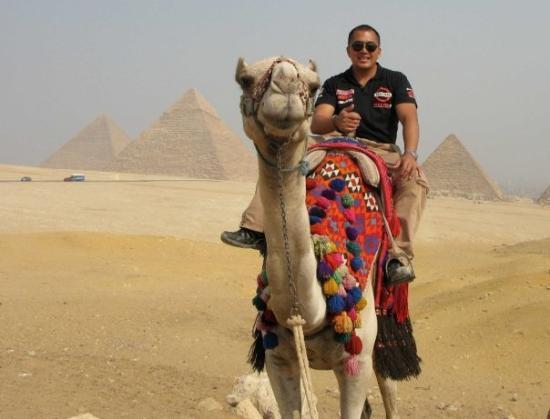 พีระมิดคูฟู: great pyramids in cairo, egypt