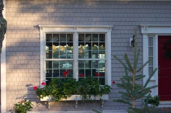 Boothbay Harbor, ME: Notice the sailboat through the window?