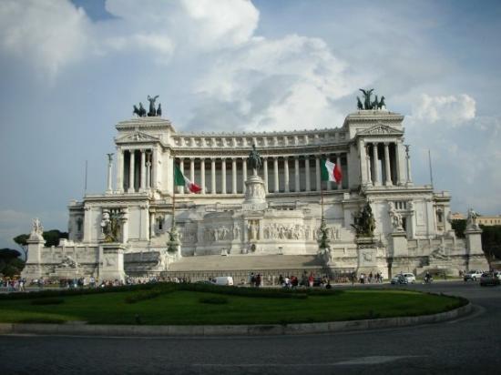 Monumento a Vittorio Emanuele II: Corso Vittorio Emanuele II. Piazza Venezia.