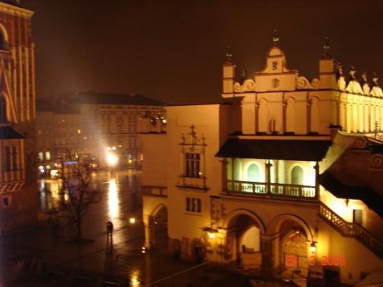 Cracovia, Polonia: The Cloth Hall - Krakow