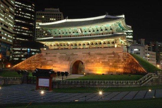 Dongdaemun Gate (Heunginjimun)