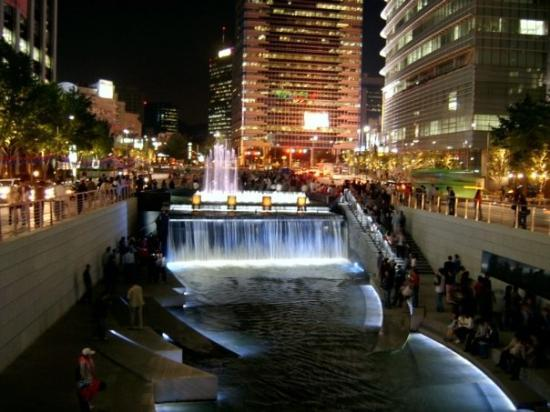 ตลาดนัมแดมุน: cheonggyecheon district in seoul, korea