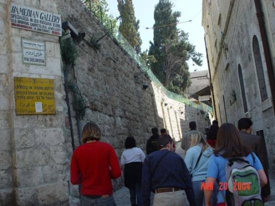 Via Dolorosa (Voie Douloureuse) : Along the Via Dolorosa.