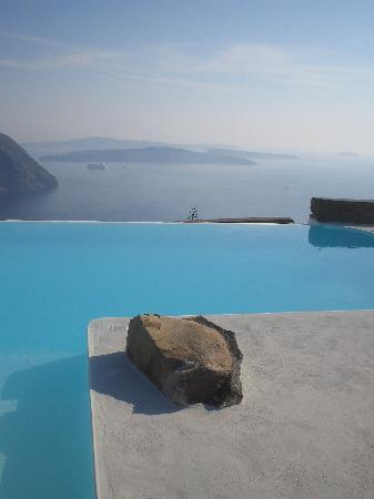 Aenaon Villas: Pool with view over Caldera