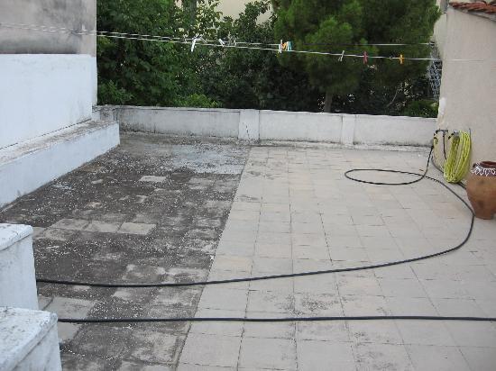 Franceska's Home: Une terrasse peu hospitalière... mais pratique pour faire sécher son linge !