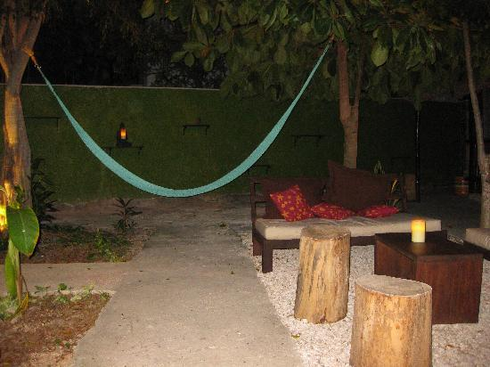 Secret Garden Hotel: Intimate Seating area