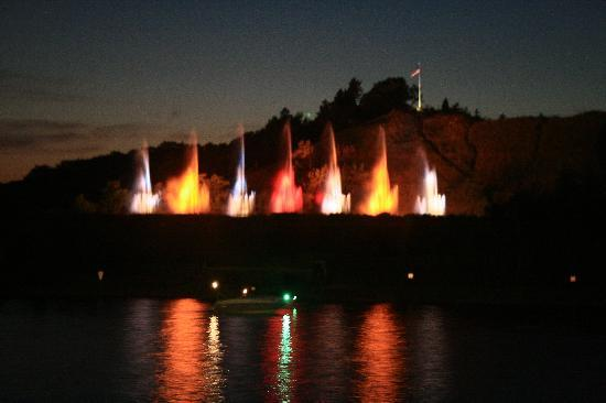 Holiday Inn Grand Haven - Spring Lake: World's Largest Musical Fountain - downtown Grand Haven