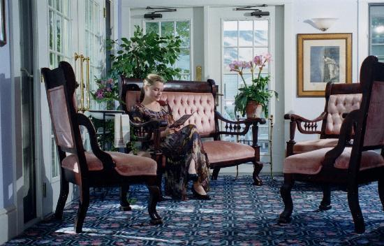 Inn on Mackinac: Inn Reading Room