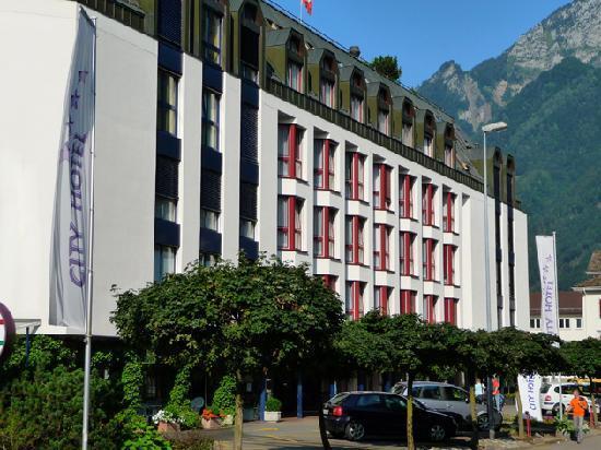 Brunnen, Suiza: Hotel von der Strasse