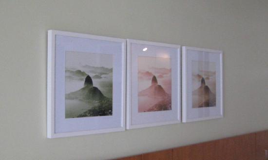 PortoBay Rio Internacional Hotel: Artwork in Room