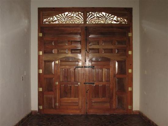Miss Margrit's Guest House: Beautiful finished doors