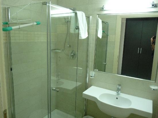 Hotel Club Dante : salle de bains