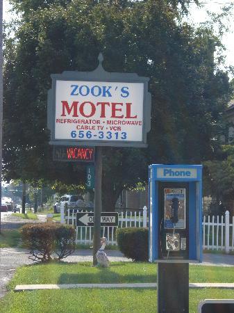 Zooks Motel: Exterior