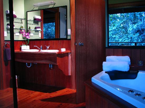 Rivers Edge Rainforest Retreat: Coolara - ensuite bathroom