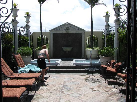 Hotel Grano de Oro San Jose: Rooftop deck with two jacuzzis.