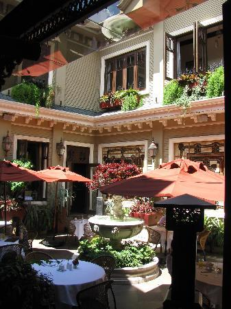 Hotel Grano de Oro San Jose: Courtyard of the restaurant.
