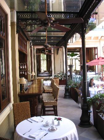 Hotel Grano de Oro San Jose: Outdoor tables in the restaurant courtyard.