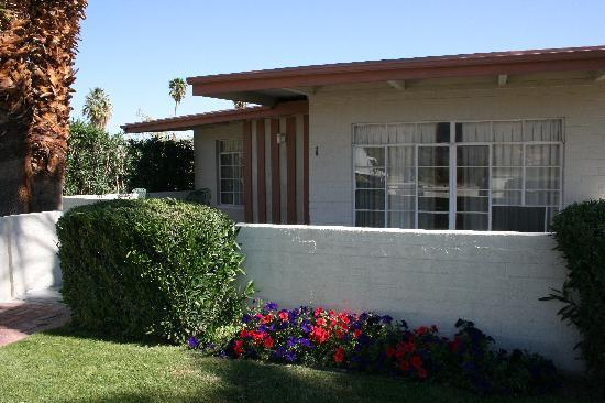 Stanlunds Inn and Suites: Unit #2 with front patio