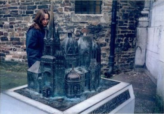 Aachen Cathedral (Dom): The model and the model