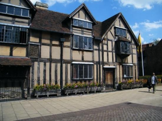 Shakespeare's Birthplace: some writer called will was born here