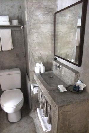 Pats Klangviang Modern Cement Rendered Toilet