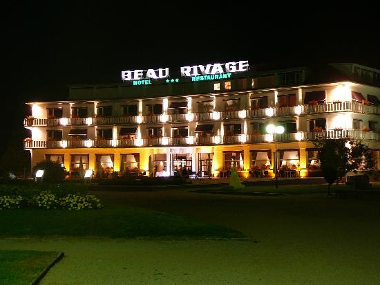 Hotel Beau Rivage: L'hotel face au lac de nuit