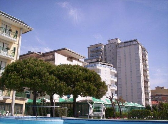 Hotel Heron Photo