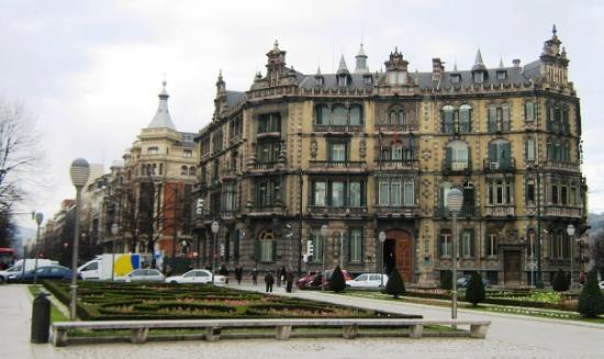 Plaza Moyua: Centro de Bilbao - Plaza Moyúa Palacio de Chávarri