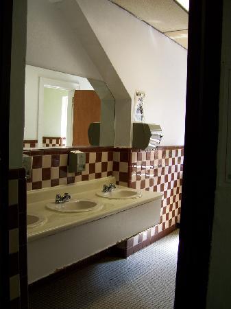North Brooklyn / 12 Towns YMCA: shared bathroom
