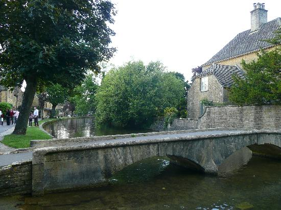 Bourton-on-the-Water, UK: bridges and canals