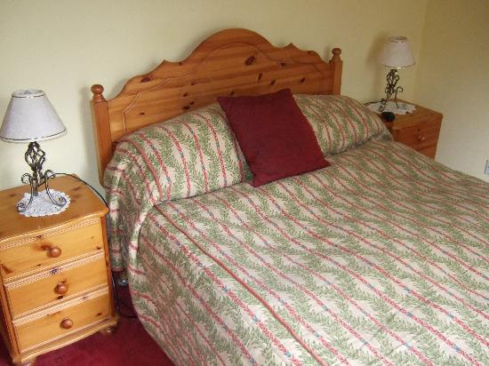 Glenlochy Nevis Bridge Apartments: Bedroom,Glenlochy Guest House,Fort William.