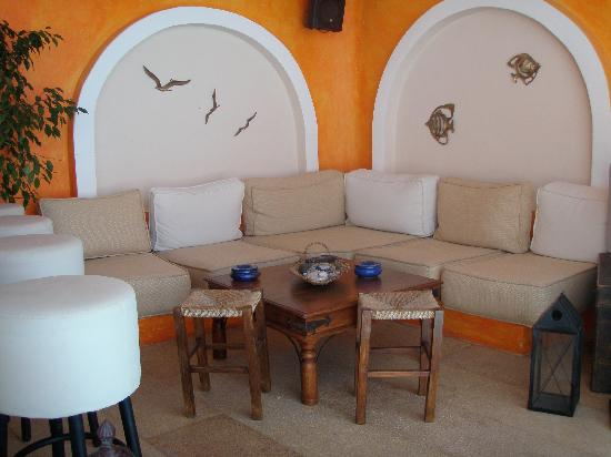 Afroessa Hotel: The cozy pool bar