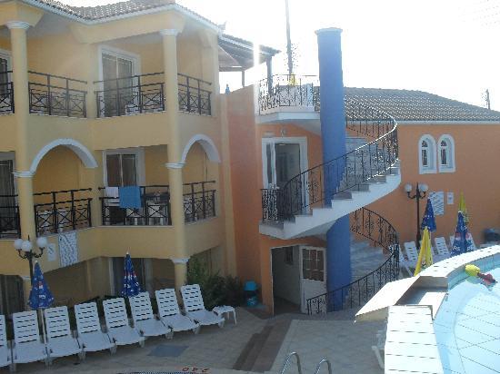 Hotel White Olive Premium: poolside