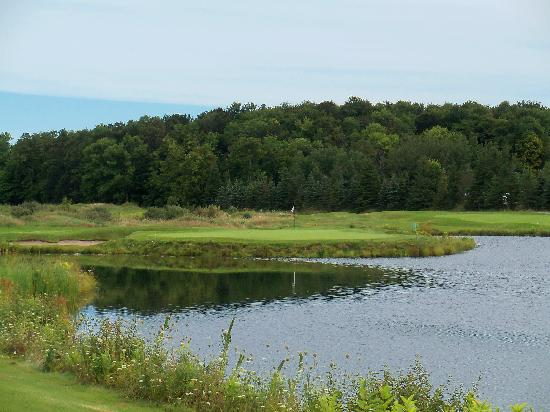 Grand Traverse Resort Golf Courses : The Bear Golf Course - No. 9 par-3