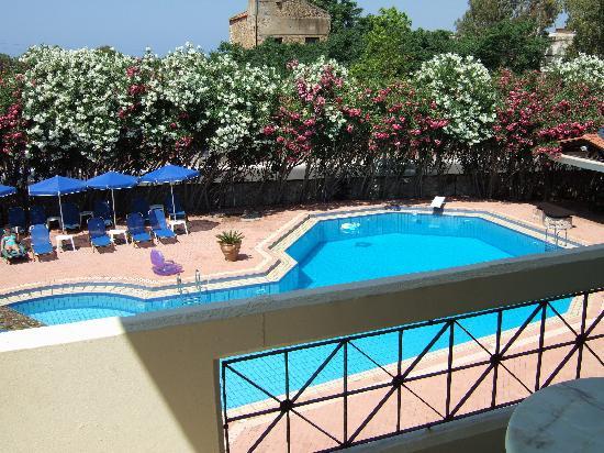 Lefka Apartments: la piscine