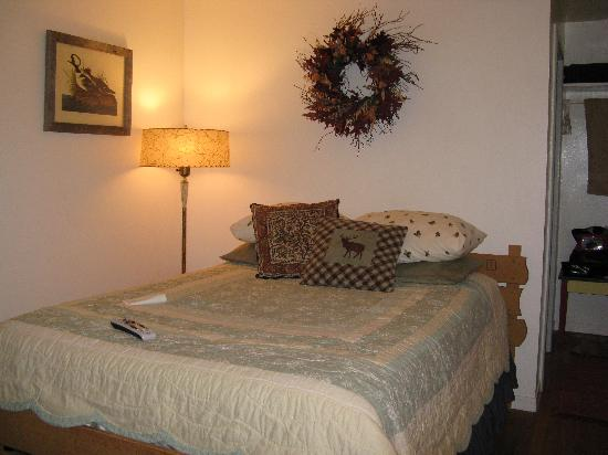Elk Mountain Cabins: Warm and Welcoming