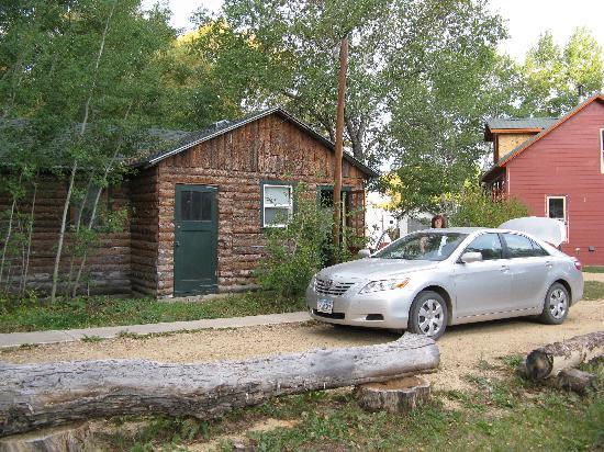 Elk Mountain Cabins: Quiet and Cozy