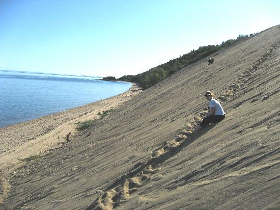 Sitting on the sand dune picture of tadoussac quebec for Auberge maison gagne tadoussac canada