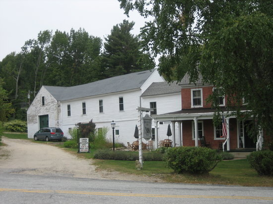Birchwood Inn: Front of the Inn/Tavern