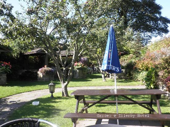 Ellerby Country Inn : Another view of the garden