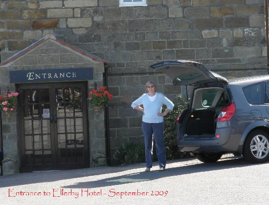 Ellerby Country Inn : Ellerby Hotel from the car park - 'I am waiting'