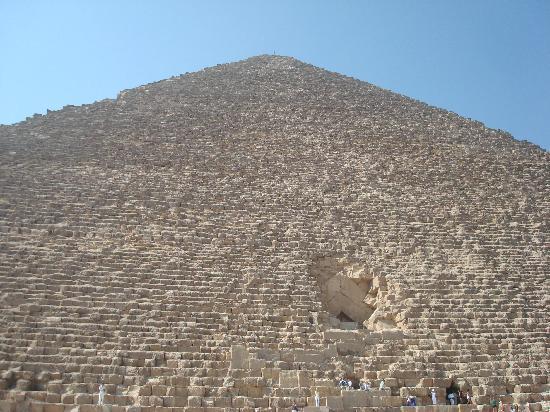 แกรนด์ไนล์ ทาวเวอร์: Pyramids