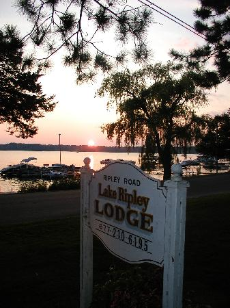 Lake Ripley Lodge Bed & Breakfast: A view from the front lawn....