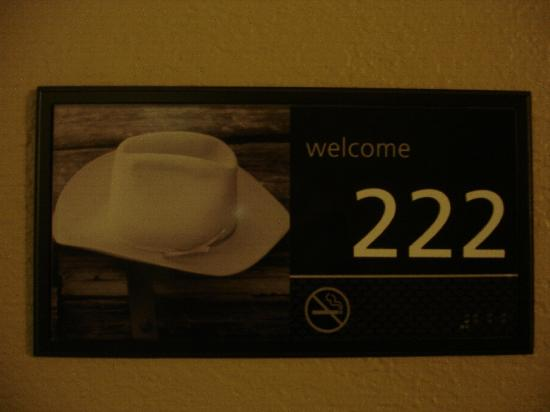 Hampton Inn Champaign/Urbana: room sign-all different ones