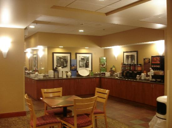 Hampton Inn Champaign/Urbana: Breakfast room