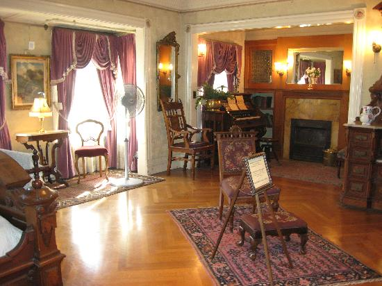Winchester Mystery House: Mrs. Winchester's bedroom