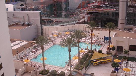 Vue piscine de la chambre picture of planet hollywood for Chambre piscine