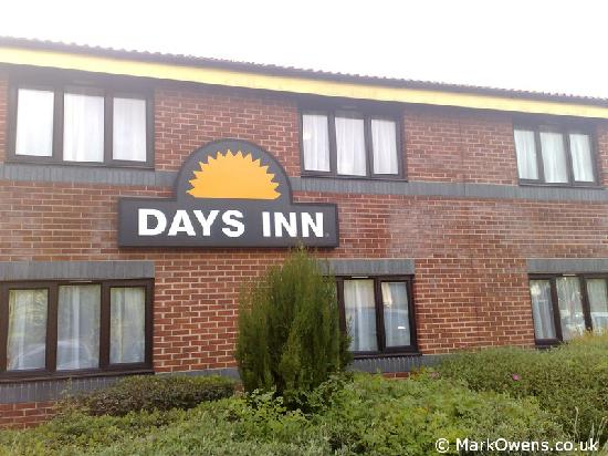 Days Inn Michaelwood M5: Exterior of Days Inn